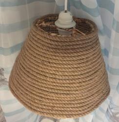 светильник над бильярдным столом