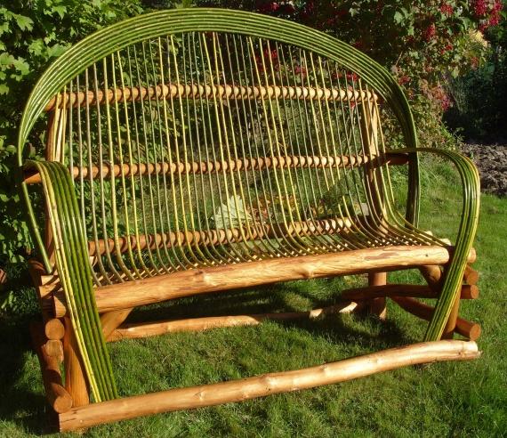 Садовая скамейка или диван
