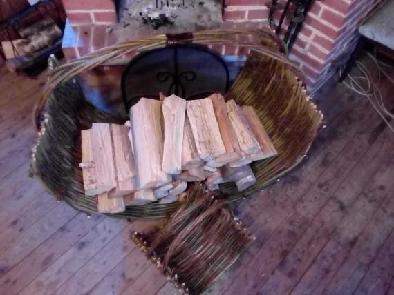Купить дешевую дровницу