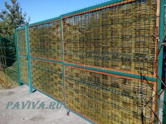 Плетёный забор из ивы